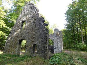démolir une ruine et construire sa maison sur les anciennes fondations