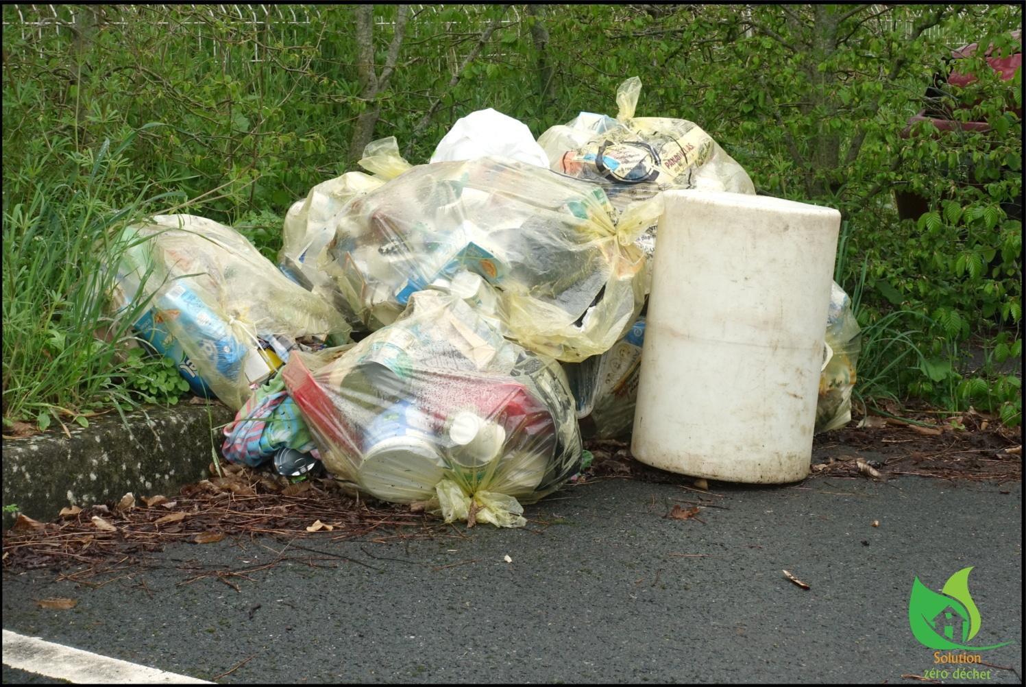 déchets laissés à l'abandon